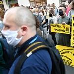 Kortárs költők tartottak tüntetést az SZFE-ért