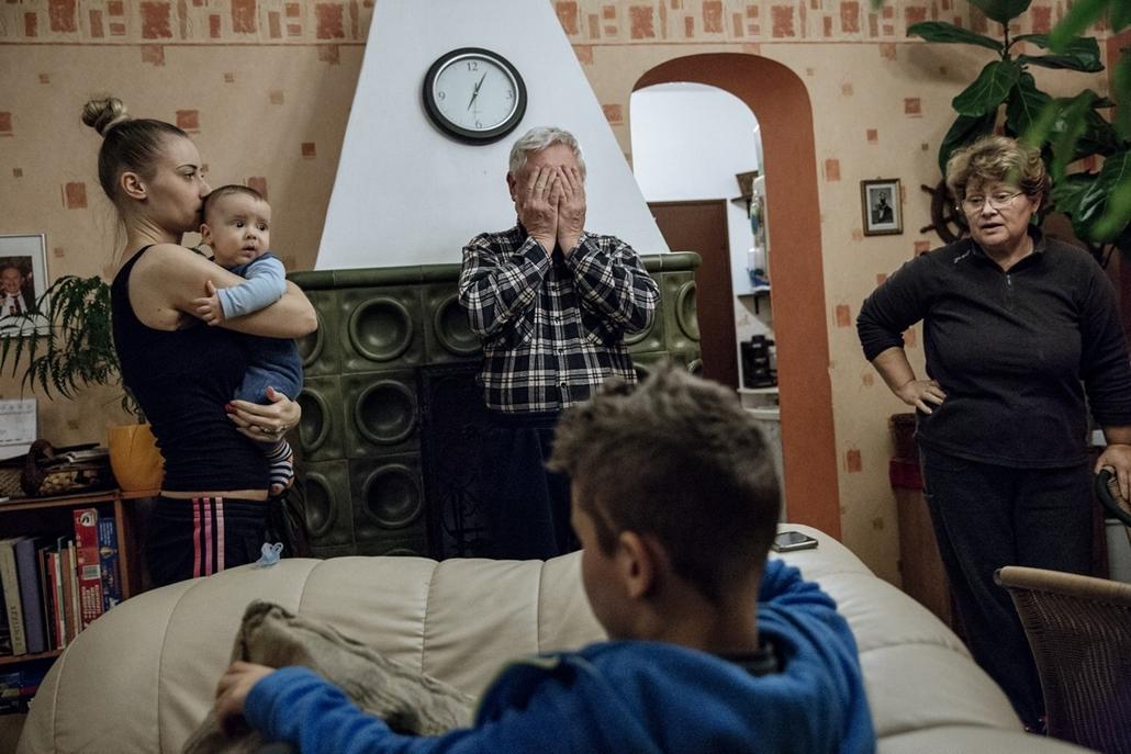 NE használd_! - Egy közös ház nagyítás - Négygenerációs családi ház