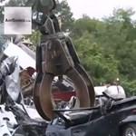 Így végzi ki a csempészett autókat az amerikai hatóság - videó