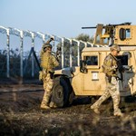 Fotók: katonai csúcsgépeket rendeltek a határra