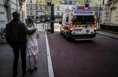 Franciaországban fokozatosan feloldják a karantént