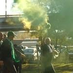 Petárdákkal és skandálva tértek vissza az ultrák a Fradi-stadionba