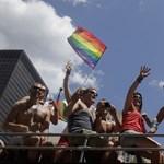 Tízezrek ünnepelték New Yorkban a melegházasság bevezetésének évfordulóját
