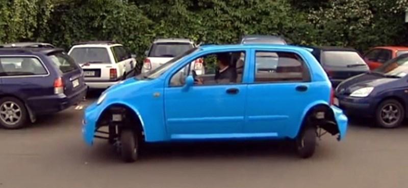 Videó: íme a világ legegyszerűbben parkoló autója