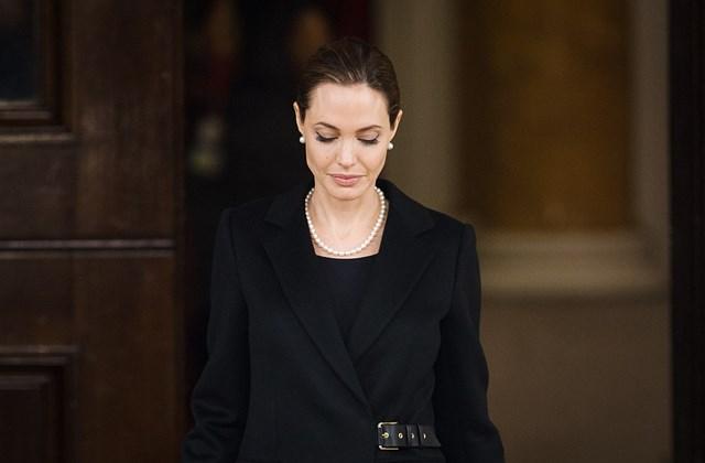 afp.13.14.11. - London, UK: Angelina Jolie vaszektómia után