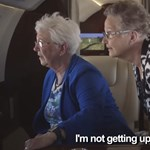 """Videó: """"Nem fogok sikítani, nem vagyok kisbaba"""" – Először ült repülőre két idős néni"""
