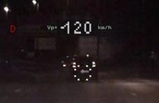 """Kreatív cím a rendőröktől: """"Büntető pontokért versenyzett"""" két autós"""