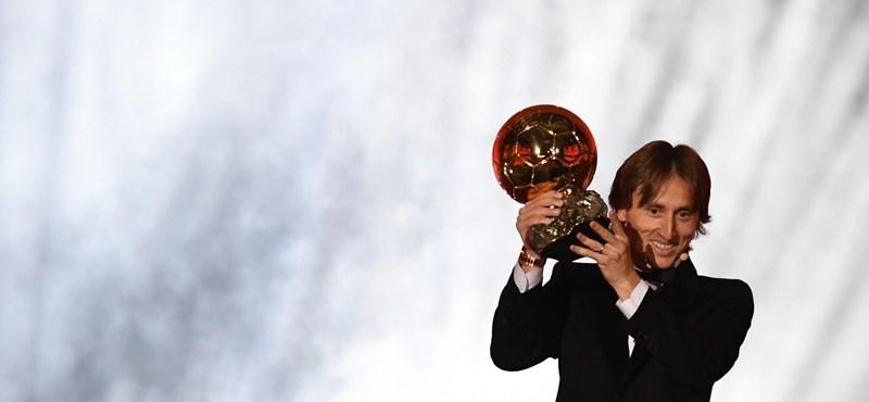 Így reagáltak Modric szülei, mikor megtudták, hogy fiuk nyerte az Aranylabdát – videó