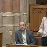 Szél Bernadett: Orbán után a térség fideszes képviselője is lepattintotta a kilencgyerekes családot