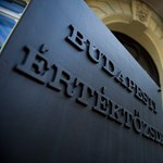 Rendeletmódosítással segítheti a kormány Mészáros Lőrinc tőzsdei cégeit
