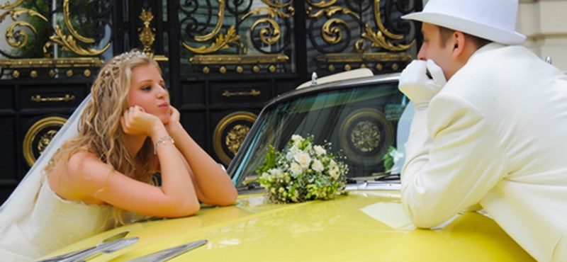 Esküvővel a válság ellen