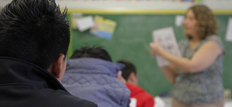 Muszáj iskolán kívüli nyelvórát venni, de csak a családok fele engedheti meg magának