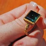Százmilliós gyűrűt találtak búvárok - fotó