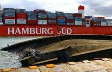 Ilyen, ha egy 330 méteres teherhajónak nem sikerül kiparkolnia – videó