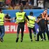 Románia is zárt kapuk mögött játssza a következő selejtezőjét