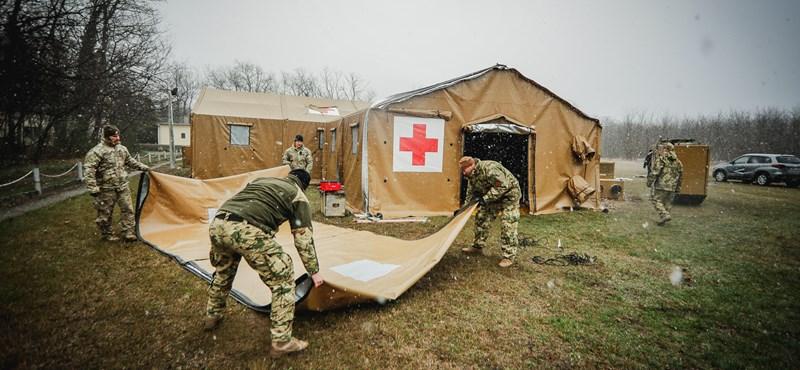 A szakmai vezetés fölé kerülhetnek a kórházakban vezényelt katonák