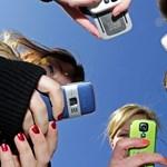 Több tízezer mobil veszik el az év végi bulikon