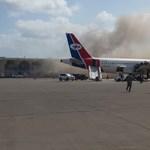 Robbanások és lövöldözés volt az ádeni repülőtéren
