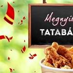 Áll a bál a tatabányai KFC megnyitása után