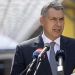 Orbán kinevezte Lázár Jánost a makói fürdő fejlesztéséért felelős kormánybiztosának