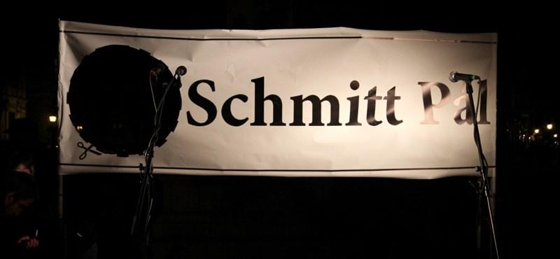 Senki nem akar közel kerülni a Schmitt-ügyhöz