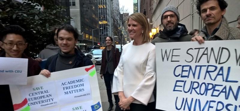 Colleen Bell is beállt a CEU-ért tüntetők közé