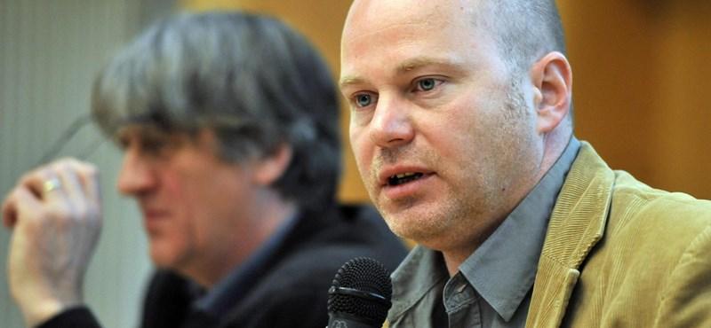 Nem intézetvezető már a Bayer halálán poénkodó professzor