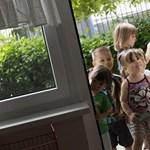 Tízből egy gyereknek jut bölcsi - és a helyzet aligha lesz jobb