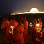 Fotók: Buddhára emlékeznek Thaiföldön