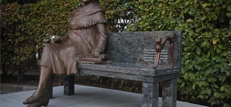 """""""Beszélő"""" szobrot kapott Debrecenben Szabó Magda"""