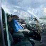 Szerdán tüntetnek a taxisok