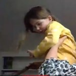 A legcukibb troll: amikor a szakértő kislánya belép az élő adásba