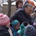 345 ezerre büntette az NVB az ovisokkal fotózkodó Orbánt