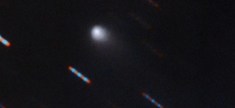 A NASA új fotója sokat elárul a Naprendszerbe betolakodott, 177 ezer km/h-val száguldó üstökösről