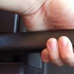 Jobb, ha tudja: teljesen eltűnik a kézifék az autókból
