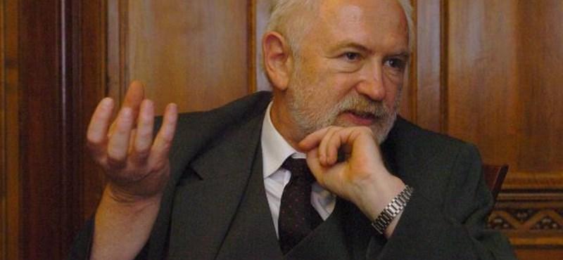 Egymillió forintos alapbért adna az orvosoknak a kamara új elnöke
