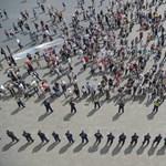 Mutatjuk fentről a Kossuth téri tüntetést