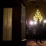 10 millióért vesznek csillárokat a Parlamentbe