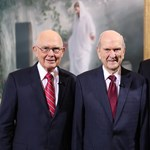 Egy 93 éves sebész vezeti tovább az egyházat, amit prominens politikusok is szívesen látogatnak
