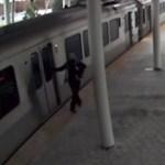 Leszállt cigizni, a vonat meg elindult, benne a kisbabájával – videó