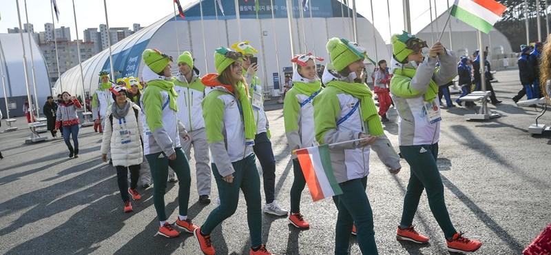 Felvonták a magyar zászlót Phjongcshangban, megkezdődtek a versenyek