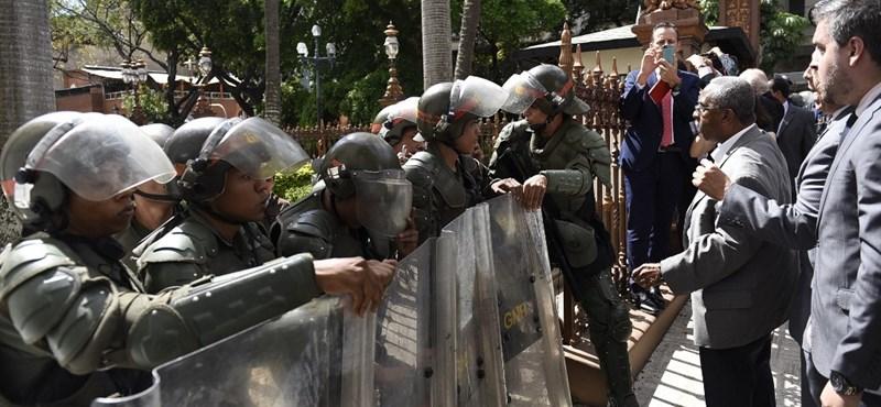A kormány megszállta a parlamentet Venezuelában