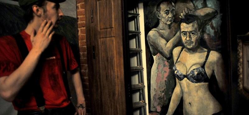 Franciországba menekülne a Putyint kombinéban lefestő művész
