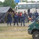 A rendőrség elmondta, miért vetettek be könnygázt Röszkénél