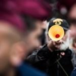 Ha nem engedték be sípolni vasárnap, százezrekre perelheti a szervezőket