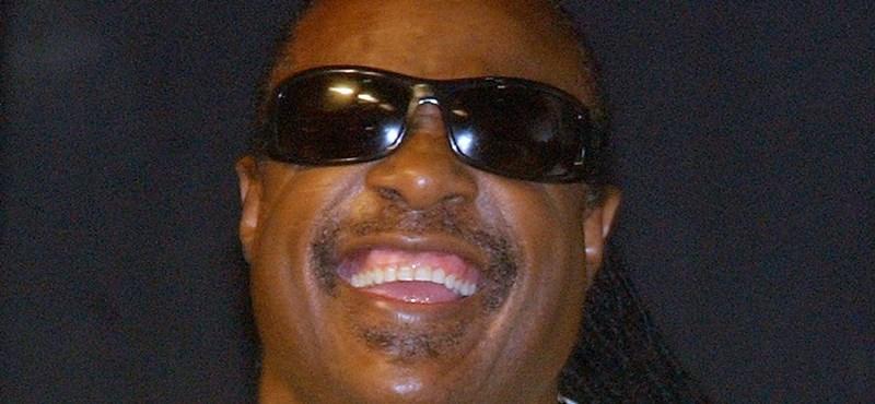 Stevie Wonder Ghánába emigrál