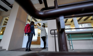 Döntöttek: az óvodákat és az általános iskolákat április 7-ig bezárják