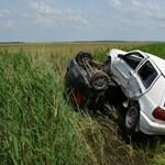 Fotók: Maga alá gyűrte a Volkswagen a Suzukit a hortobágyi balesetben