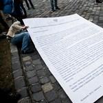 Nem jött össze az egyetemfoglalók flashmobja, közbelépett a rendőrség