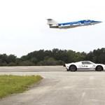 Álló helyzetből 1 mérföldön 455-re gyorsult egy Ford GT